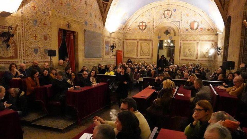 La carica dei 112 enti privati che supportano la città etrusca